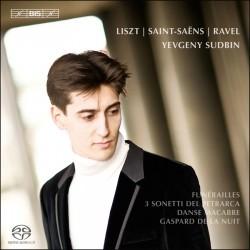 Plays Liszt, Ravel and Saint-Saens